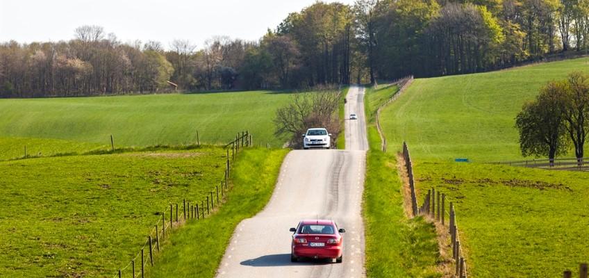 Personbil på landsväg