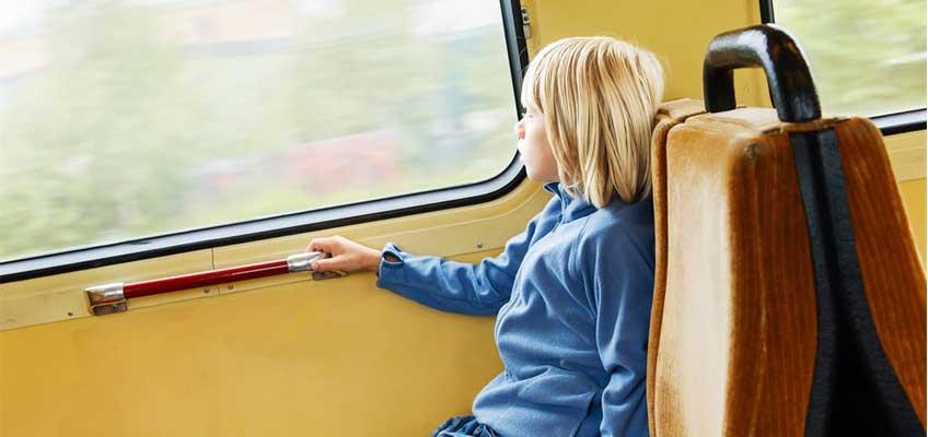 Pojke på tåg
