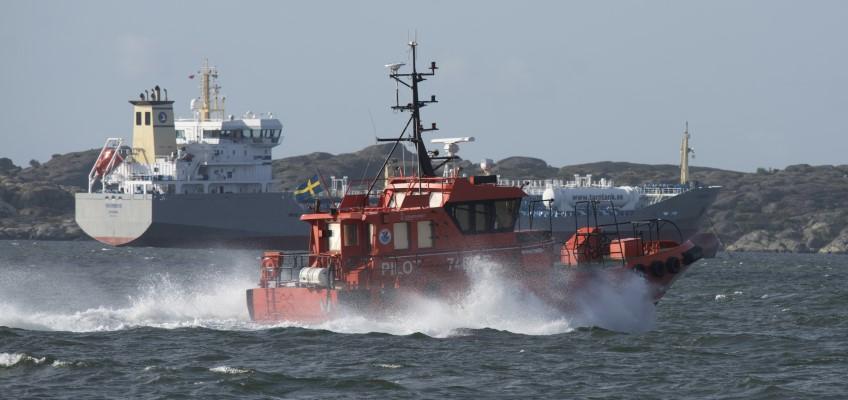 Lotsbåt på väg till fartyg