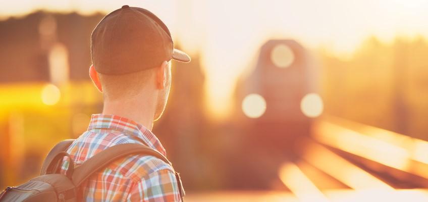 Man reser med tåg