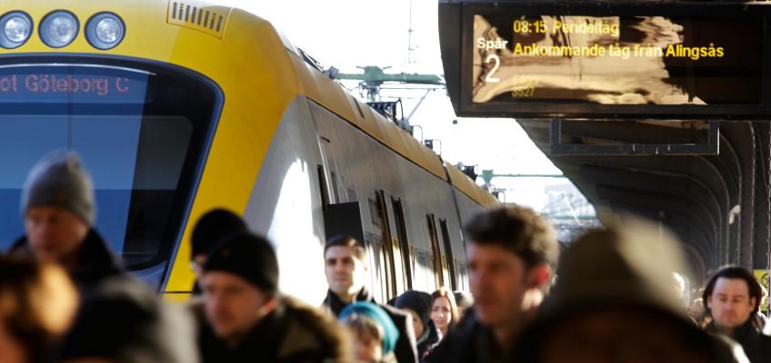 Ankommande resenärer med tåg
