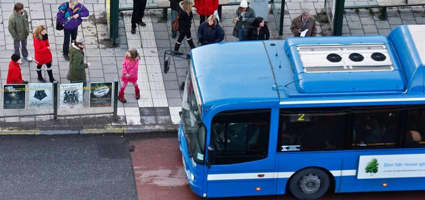 Buss vid bushållsplats