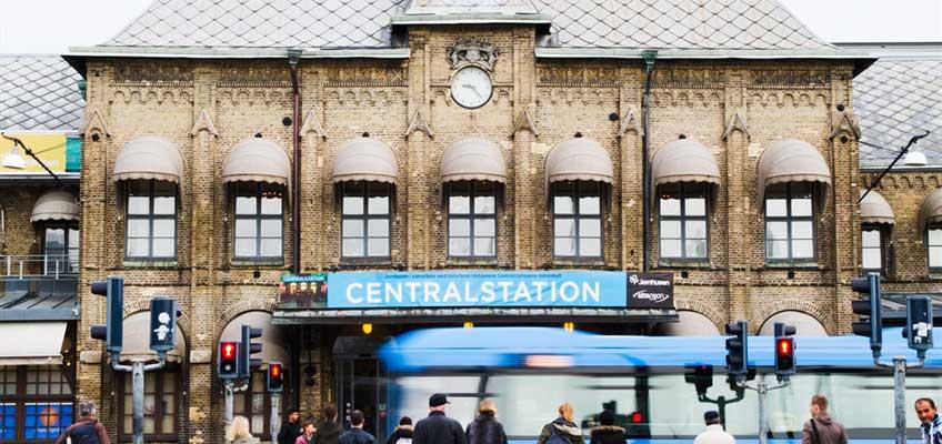 Buss framför centralstation